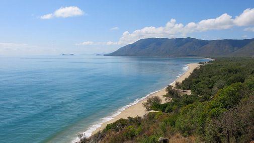 """Der Aussichtspunkt """"Rex Lookout"""" liegt direkt am Captain Cook Highway, auf halber Strecke zwischen Cairns und Port Douglas. Bei gutem Wetter (und hier ist oft gutes Wetter) starten hier die Hängegleiter des Cairns Hang-Gliding Club (Foto von: Martin Kaluza)"""