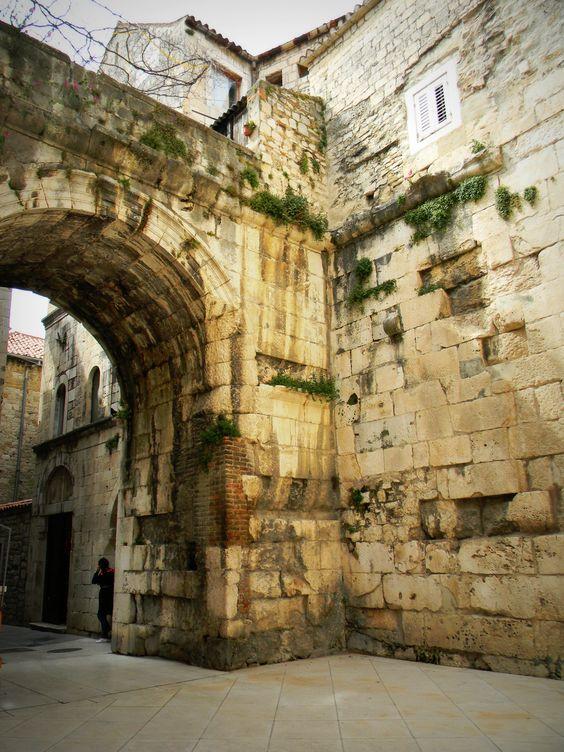 Wall, Split