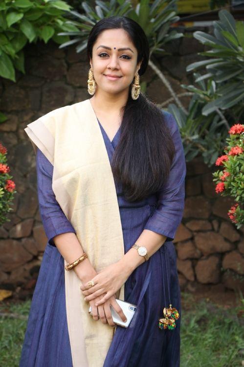 Jyothika, Lakshmi Manchu At Kaatrin Mozhi Press Meet