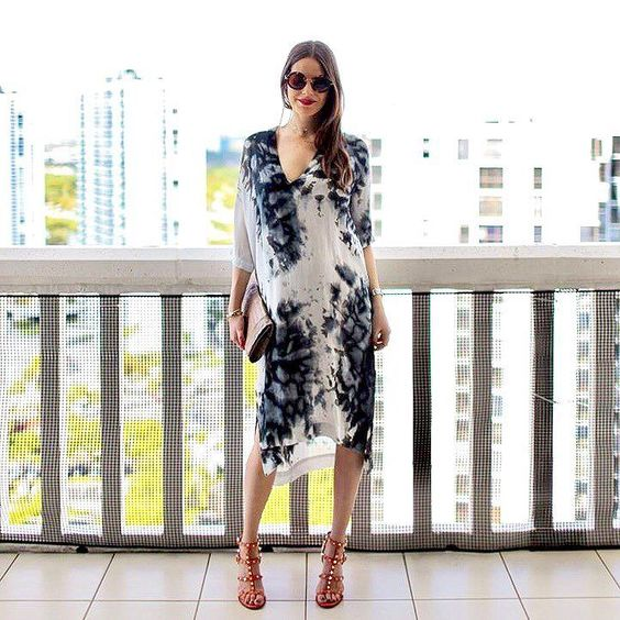 The perfect day-to-night caftan in a dreamy watercolor print as styled by gorgeous mama-to-be @miamistylemom.  Shop the look - link in bio. #shoptilden #tildenmamas