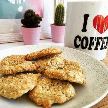 Following Slimming World but miss eating your favourite biscuits? Here's a recipe for a Hobnob style alternative - Oat Biscuits.
