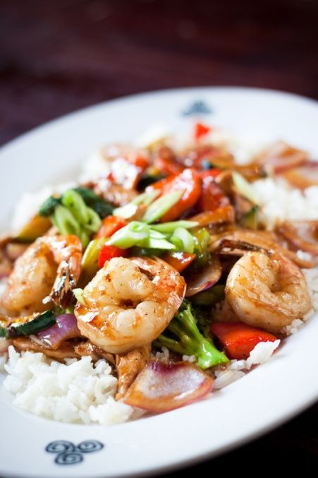 Simple Shrimp Stir Fry- Tender shrimp and crisp vegetables are stir-fried with a light garlic and ginger sauce made with Chicken Stock, soy sauce and a hint of teriyaki sauce