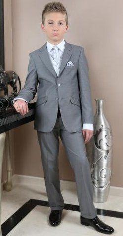 De bruidskinderen zijn een mooie aanvulling bij het bruidspaar. Het bruidspaar van de eerste foto ( van dit bord) heeft de kleuren grijs met rood gecombineerd. Deze bruidsjonker past er fantastisch bij. Trouwen, bruiloft, huwelijk, bruidskinderen, trouwen in kleur. bruidskindermode.nl
