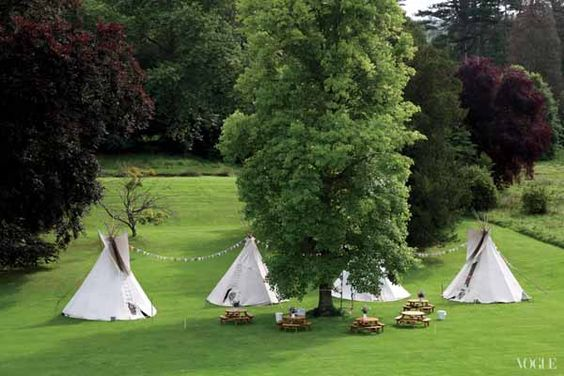 Jardim inglês decorado com tendas índias. #casamento #jardim
