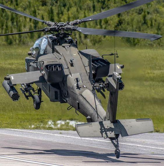 飛び立つ瞬間のヘリコプター