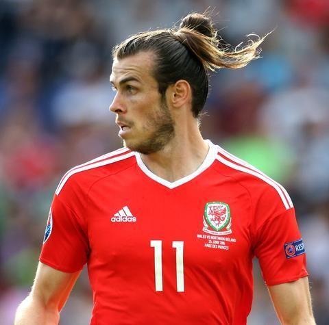 Gareth Bale Hairstyles Gareth Baleu0027s Man Bun Hairstyle Piyifno Hair Styles Thể Thao