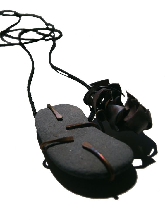 Carlos Silva  - Necklace  - Copper, stone and cotton thread 60X40X15 mm: