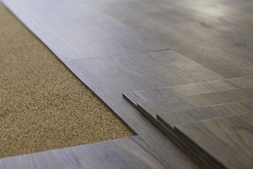 Average Cost To Install Vinyl Flooring Is About 800 1 000 Installing A New Floor Of 200 Square Feet Of Vinyl Pla In 2020 Flooring Flooring Cost Floor Installation
