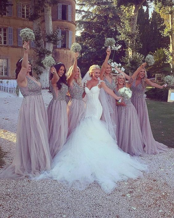 Look at these gorgeous bridesmaids😍 TAG someone who'd love it too😘⁠ Dress by @galialahav⁠ Bride @mrs.elliegray⁠ ⁠ ⁠