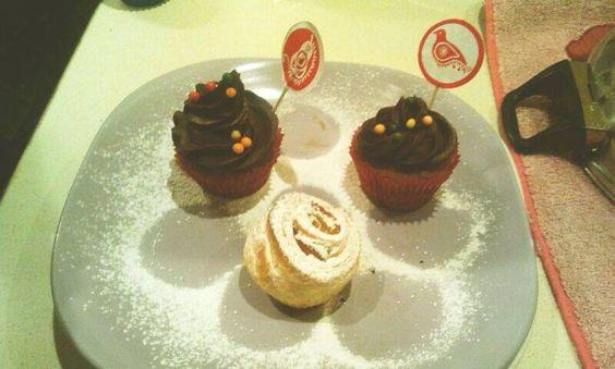 Rosas de hojaldre y cupcakes chocolate