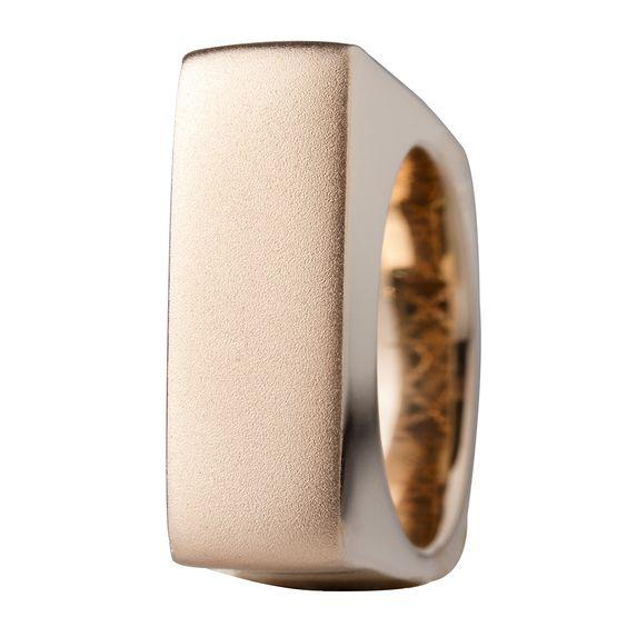 Sortija en oro rosado de 18 kilates. 18K Rose gold ring