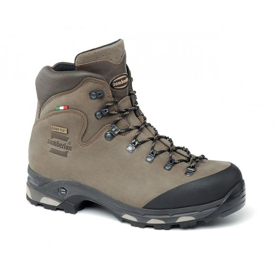 636 BAFFIN GTX RR - Light backpacking and multi use boot. Exclusive single piece upper construction with great space for the foot thanks to the wide last. Rubber toe reinforcement. More space in the toe area. Zamberlan® Vibram® Darwin WL outsole provides traction and cushioning. #zamberlan #baffin #discoverthedifference #backpacking