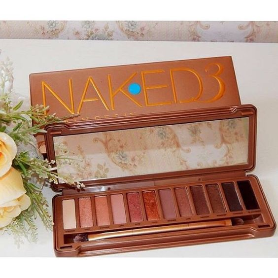 SnapWidget | Tem resenha dessa paleta perfeita lá no blog   www.diariodamoda.com  #naked3 #review #naked3palette #tonsneutros #resenha #blog #post #diariodamoda #urbandecay