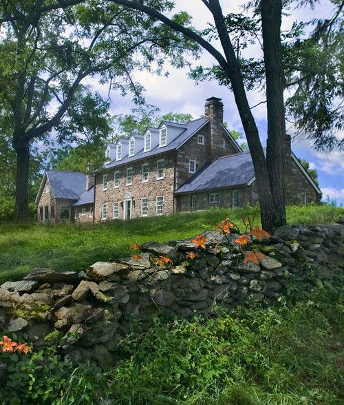 The Beauty Of A Stone House Old Stone Houses Stone Houses Farmhouse Landscaping
