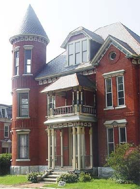 The gothic revival of victorian houses began in the 1700 39 s for Homes with towers
