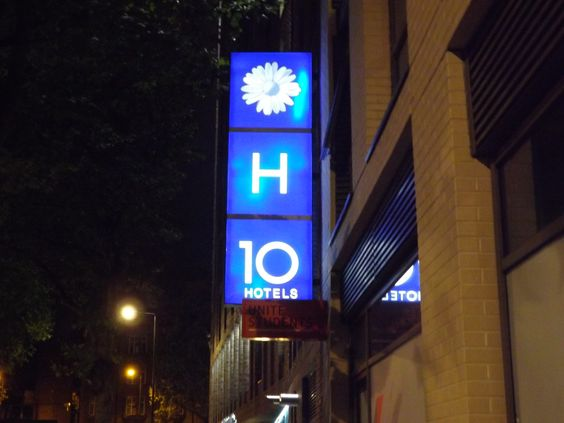 The H 10 Hotel In London Placed Very Close To Downtown And All