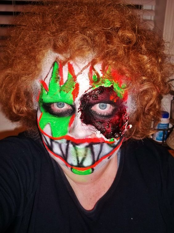 Very happy zombie clown
