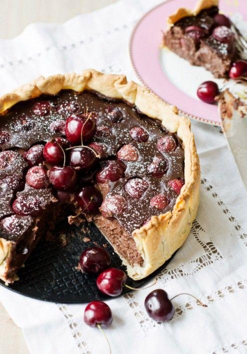 Tarta de chocolate y cerezas