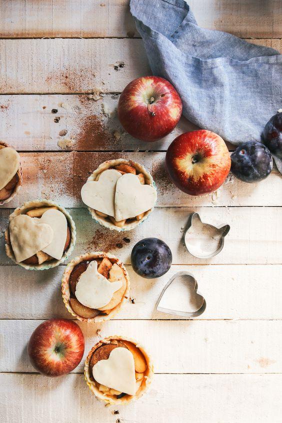 Vegan Mini Apple Plum Pies by Kati of black.white.vivid.: