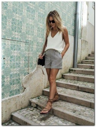 Vacation Outfit Ideas: One Week One Carryon Suitcase