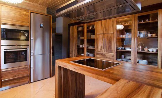 6 pomysłów na drewnianą kuchnię -> Kuchnia Grafitowo Drewniana