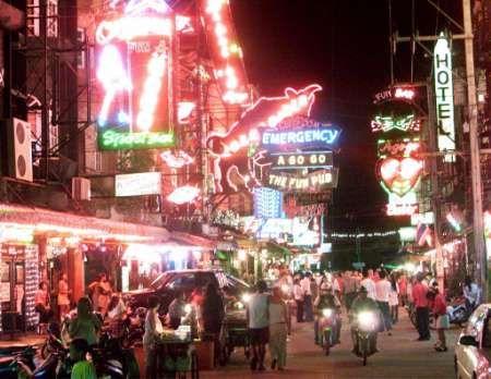 Thailand - Die Tourism Authority of Thailand (TAT) traf sich gestern zu Gesprächen mit der chinesischen Botschaft in Thailand um die lokale Tourismusindustrie zu stabilisieren und das Geschäft mit chinesischen Touristen anzukurbeln.  Die Zahl der chinesis