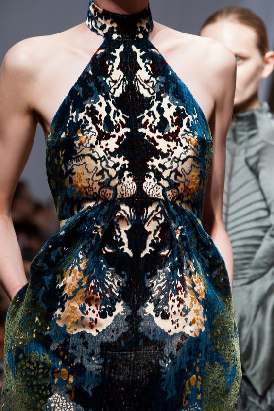 Yiqing Yin at Couture Fall 2013 - StyleBistro