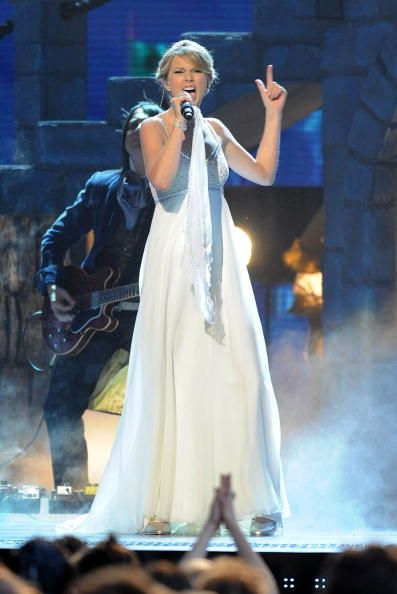 Musician Taylor Swift performs 'Love Story' on stage during the 42nd Annual CMA Awards at the Sommet Center on November 12 2008 in Nashville Tennessee