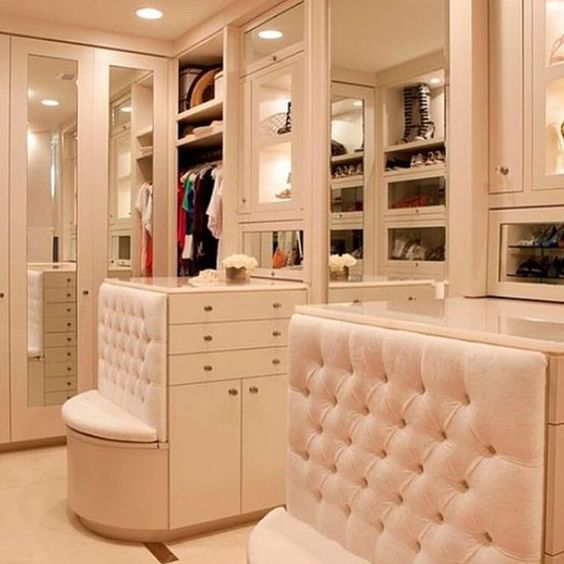 Dream closet! : @coutureclosets_ #closets #space #interiordesign #love Reposted Via @doneanddonehome