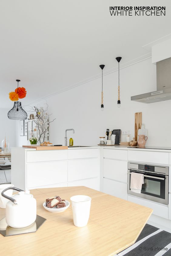 Interieur inspiratie eettafel in witte keuken ©bintihome 3 ...
