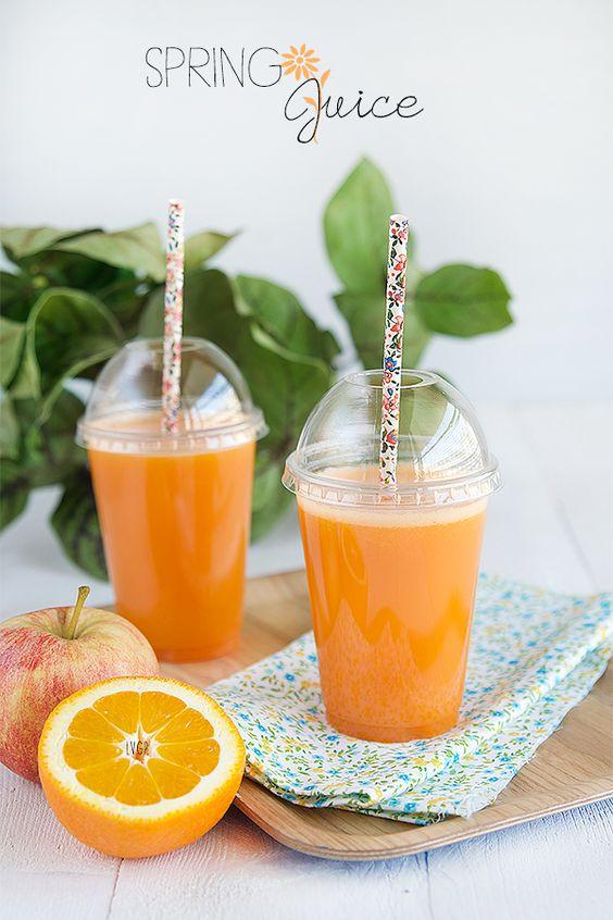 Ingrédients :  1 grande carotte 3 pommes (variétés au choix) 1/2 ananas 3 oranges à jus  Préparation :  Laver la carotte et couper les extré...