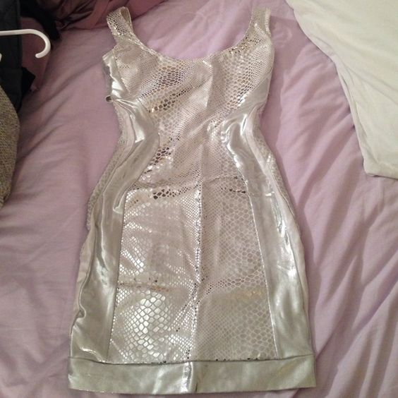 Silver bodycon dress by quontum Excellent condition loveee this dress fits like a glove quontum Dresses