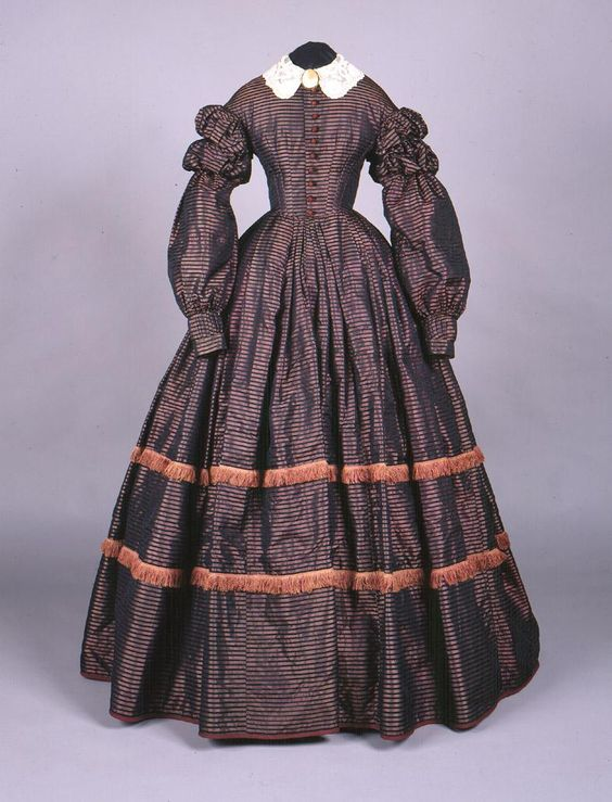 1860 dress. Connecticut Historical Society.