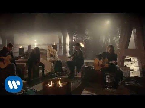 """Maná - """"Mi Verdad"""" a dueto con Shakira (Video Oficial) -Hay mentira en la mirada, en la piel dibujadas."""