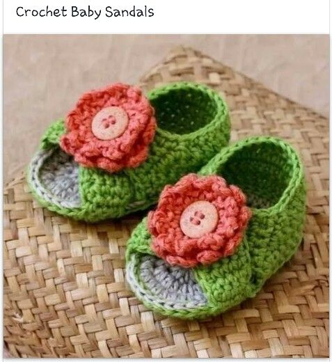 Crochet baby sandals. SOOOO cute!