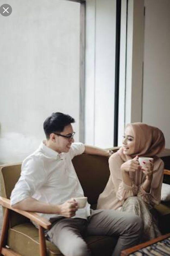percakapan duduk berdua bersama gadis