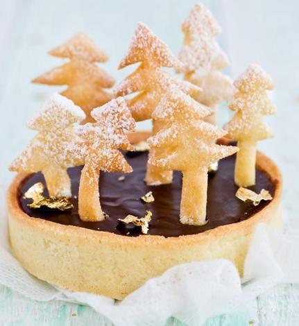 Mini csokoládé torták fenyőerdővel