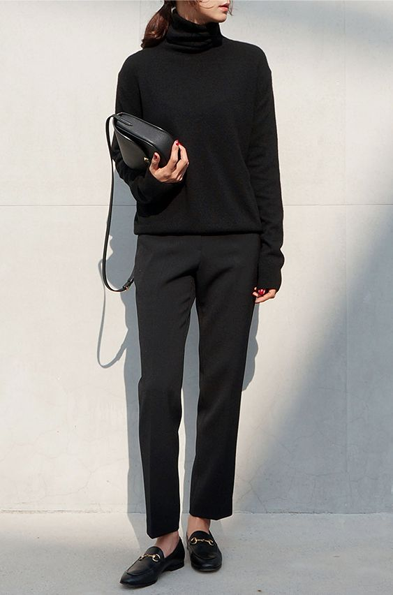 black tee, black pants, black bag, black shoes