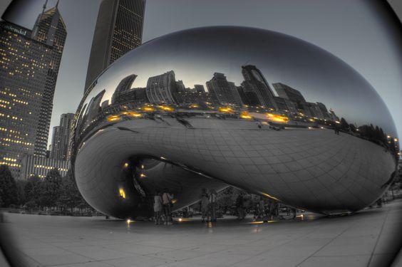 Chicago, IL - Cloud Gate in Millennium Park