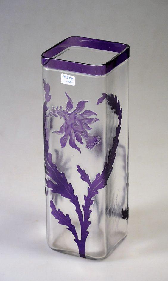 Vase par Val Saint Lambert, Cristal clair soufflé, doublé mauve, gravé à l'acide et achevé à la roue, Léon Ledru vers 1900. H 26 cm.: