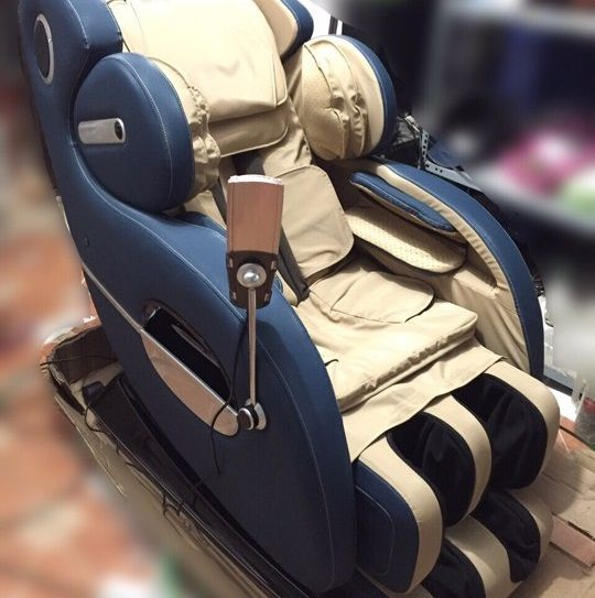 Ghế mát xa Sapporo 8D kết hợp con lăn và tia hồng ngoại loại bỏ đau nhức