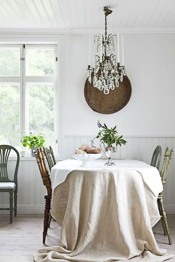 French country farmhouse decor in a white dining room with crystal chandelier. #frenchcountry #frenchfarmhouse #diningroom #whitedecor
