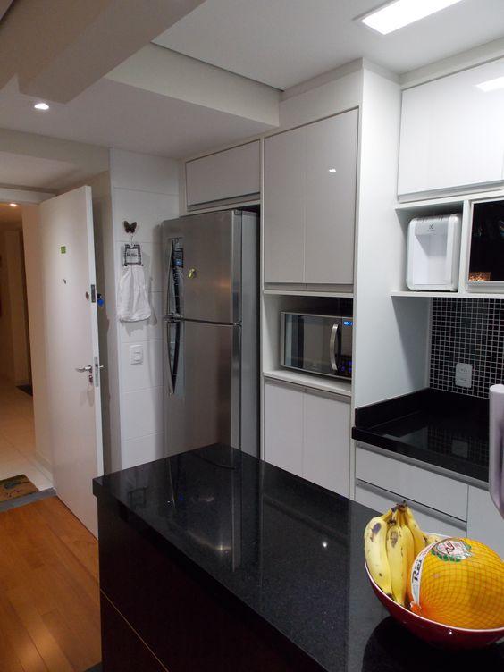 Cozinha - apartamento Danilo e Daiane  Projeto: Sergio R. Pereira Designer de Interiores Fone: (11) 95475-7897 projeto@sergiorpereira.com.br
