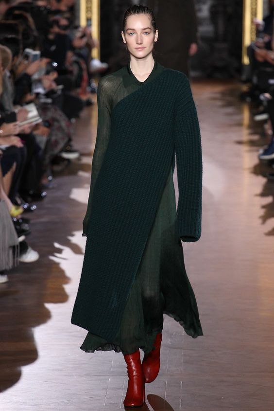Stella McCartney - Fall 2015 Ready-to-Wear - Look 2 of 42