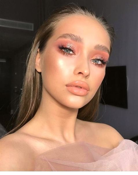 Red Lip Makeup L How Much Makeup Should A 13 Year Old Wear Makeup Cotton Pads Makeup Looks With Jam In 2020 Bright Pink Eye Makeup Glowing Makeup Glossy Makeup