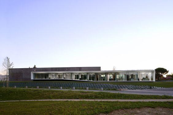 aum minassian architectes aseptic-process-02-aum-minassian-architecte-architecture-contemporaine-tertiaire-bureaux-beton-blanc-noir-lyon-rhone-69