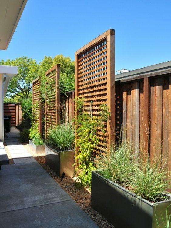 La d coration ext rieure avec un treillis de jardin for Deco exterieur bois
