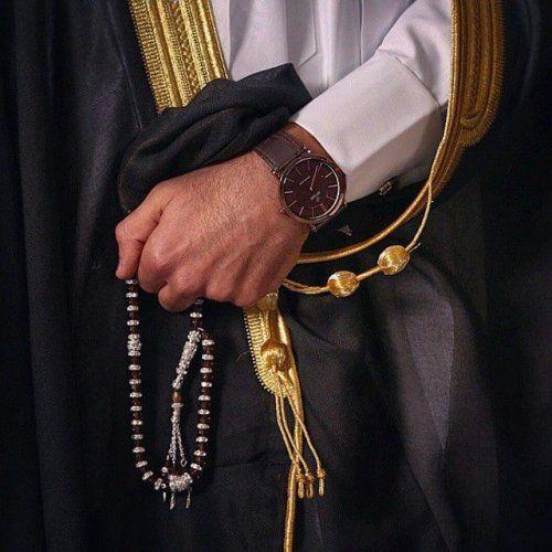 البشت السعودي الزي الرسمي للرجال في السعودية Arab Men Arab Fashion Arab Wedding