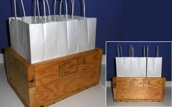 Lámpara de bolsas de papel y base de madera reciclada (22x29,5)