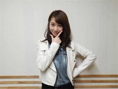 L字のポーズをとる桜井玲香のかわいい画像